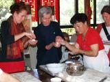 Teigtaschen füllen im LaoShan Zentrum